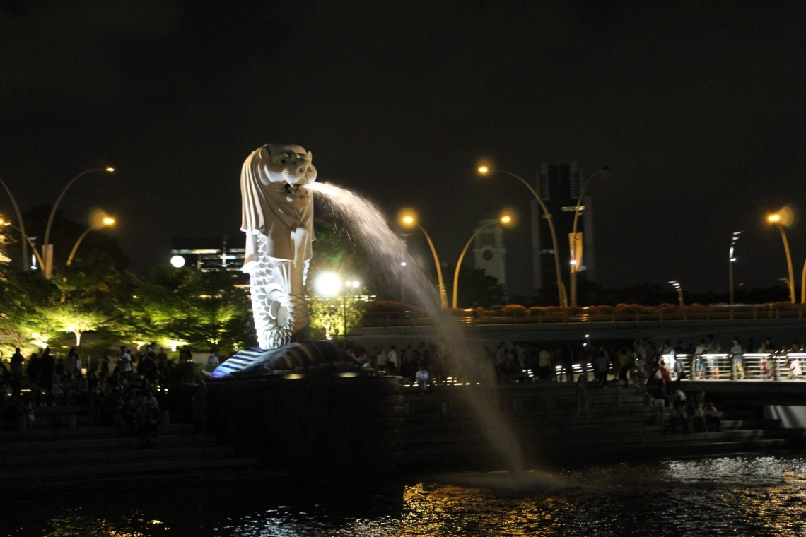 Where the land meets the sea - The Merlion